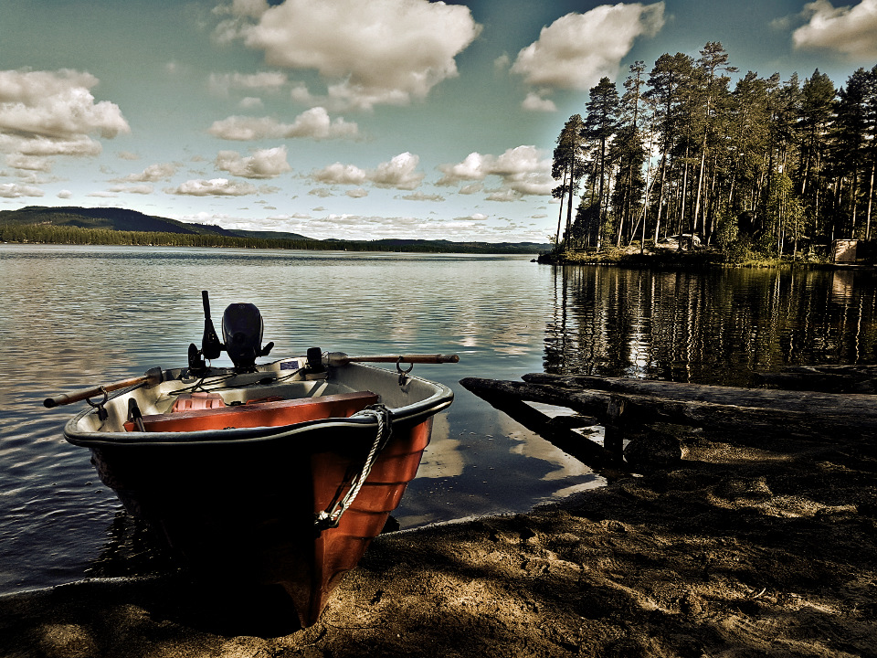 barque de pêche en Laponie Suédoise